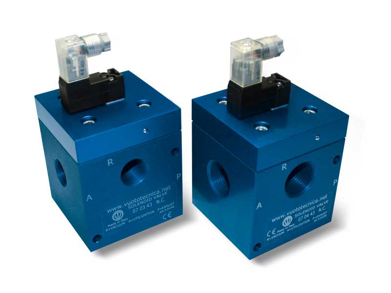 Direct drive 3-way vacuum solenoid valves with low absorption electric coil